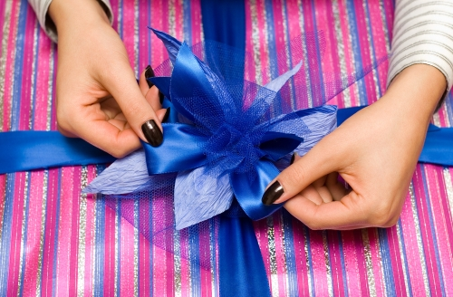 Tying Gift Bow